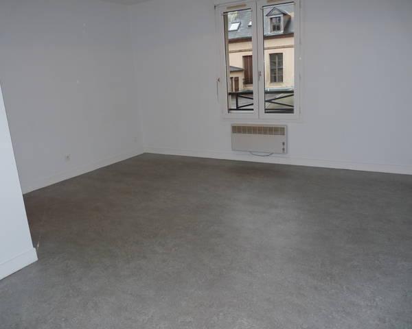 Verneuil centre grand T1 de 36m² - P1090506