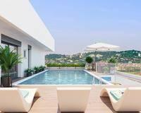 Type 1/2 terrasse - piscine-parking - Piscine toit
