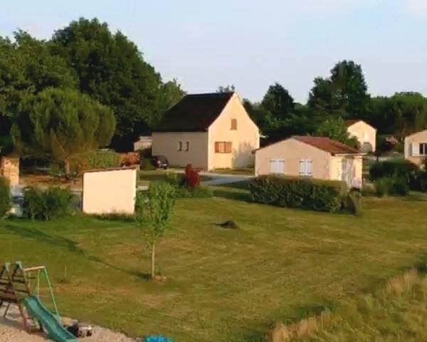 Village de 9 maisons/gîtes sur 43000 m² de terrain - Vue-generale-panoramique02